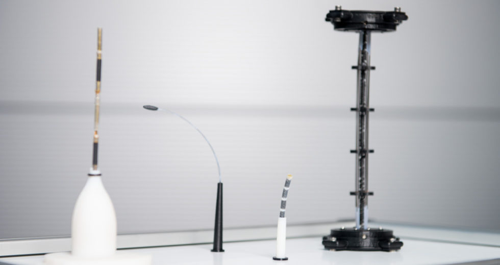 Vier verschiedene Roboterarme