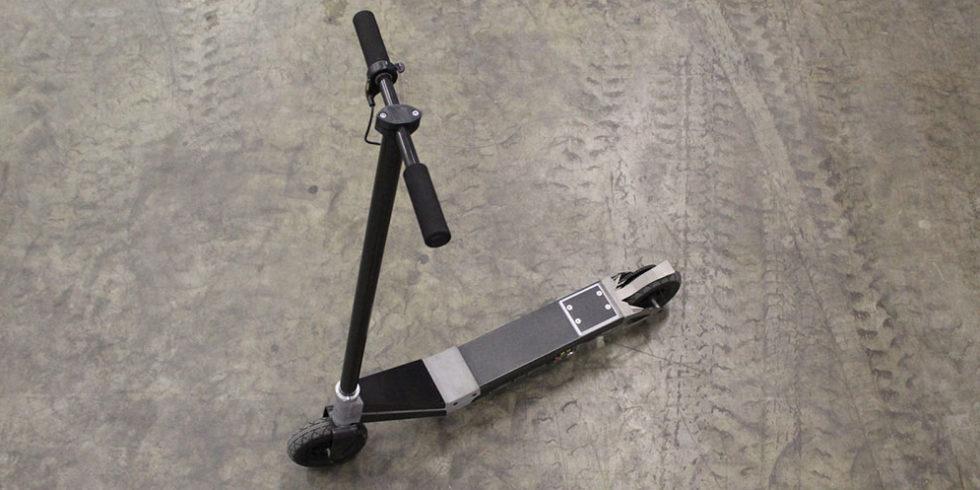 E-Roller in Leichtbauweise aus hybridisierten Metall und CFK-Bauteilen.