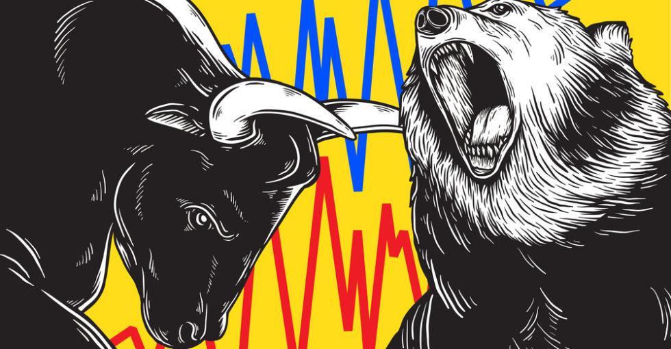 Bulle und Bär vor Graphen schwankender Kurse