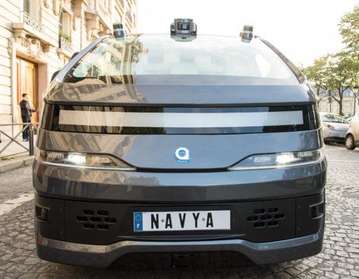 Auf dem Dach des Robotaxis von Navya sind Sensoren für das autonome Fahren. Foto: Navya