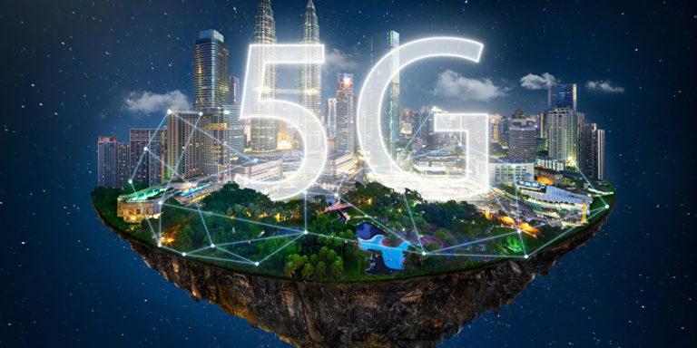 5G als Logo auf vernetzter Stadt