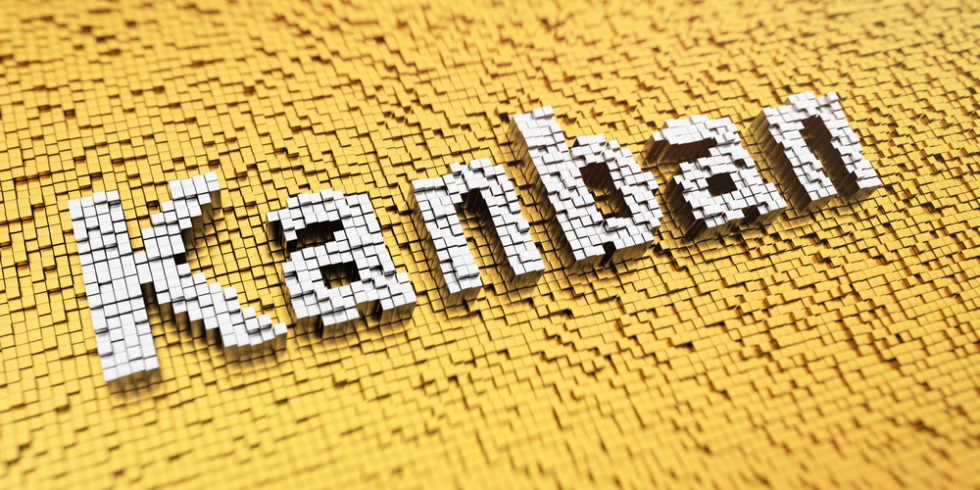 Kanban steht weiß auf gelbem Grund geschrieben