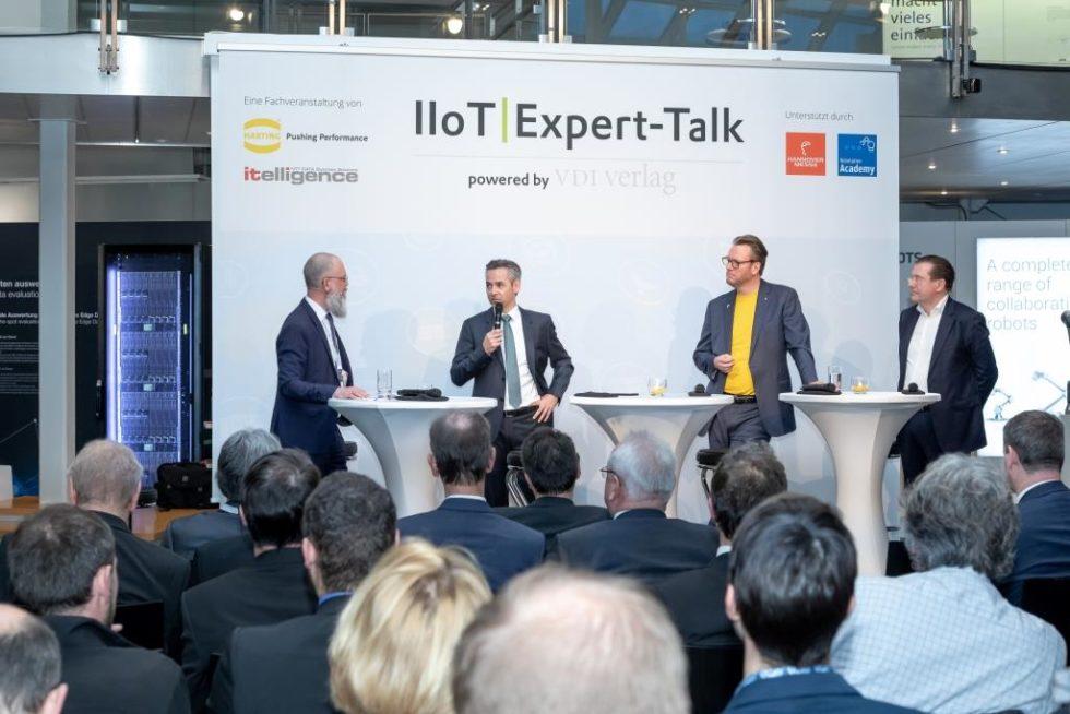 IIoT-Expert-Talk auf der Hannover Messe: Philip Harting (2. v.r.) und Norbert Rotter (2.v.l.), diskutieren mit dem Moderator Frank Jablonski (links) und Thomas Rilke, CEO Technology Academy die Erfolgsfaktoren der Digitalisierung im Mittelstand.