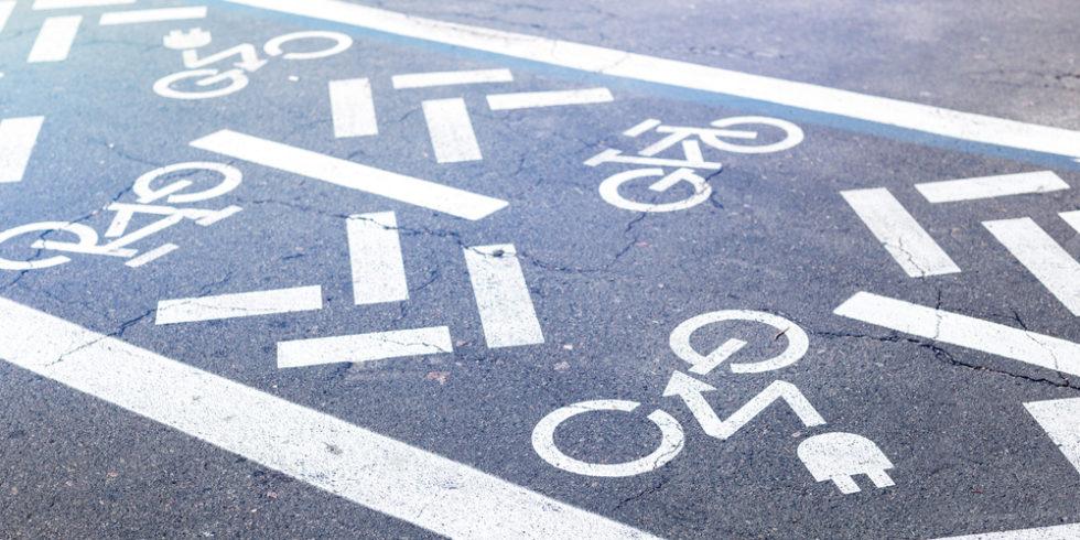 Auch wenn sie so aussehen: Nicht alle Elektrofahrräder dürfen den Radweg nutzen. Foto: PantherMedia/gorlovkv