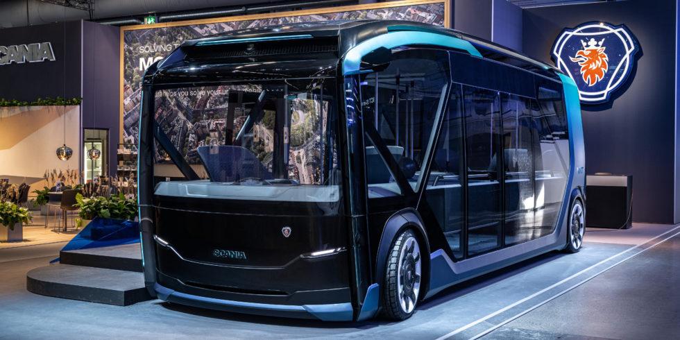Scania autonom fahrender Bus auf einer Messe