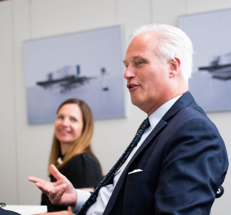 Carl Martin Welcker zählt auf, wie sich die EMO in Hannover konkret mit dem Thema Start-ups im Werkzeugmaschinenbau beschäftigen wird.<br />Foto: Joschka Völkel/mylk+honey