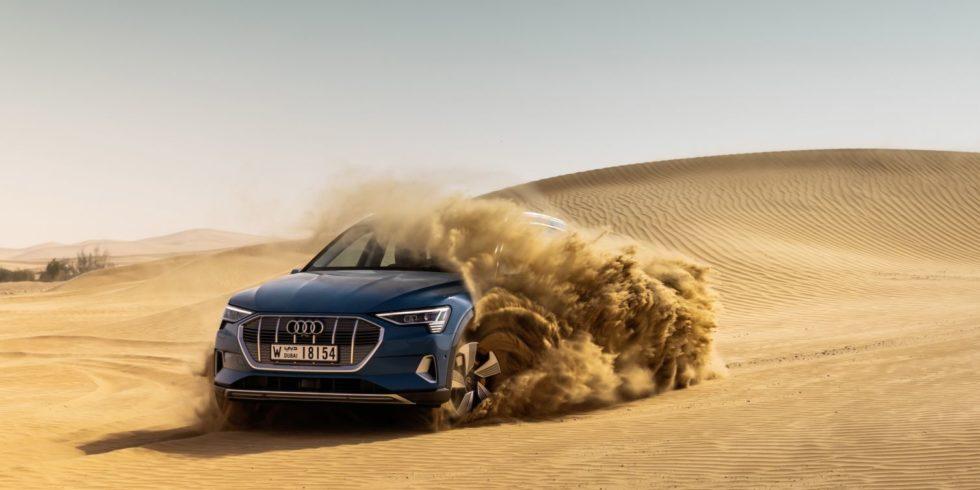 Der Audi E-tron in der Wüste Abu Dhabis