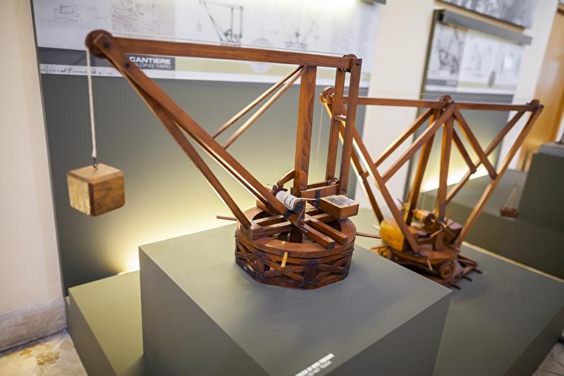 Nachbildung des Krans aus Leonardo da Vincis Zeichnungen in Mailand