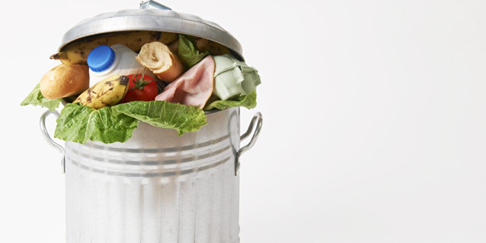 Lebensmittel in Mülltonne