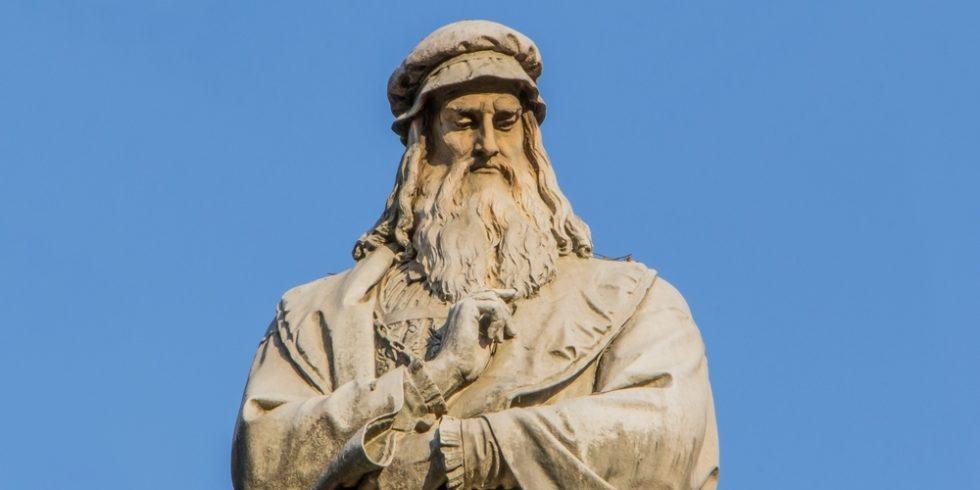 Statue von Leonardo da Vinci in der Piazza della Scala in Mailand