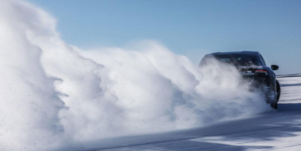 Porsche auf Schnee