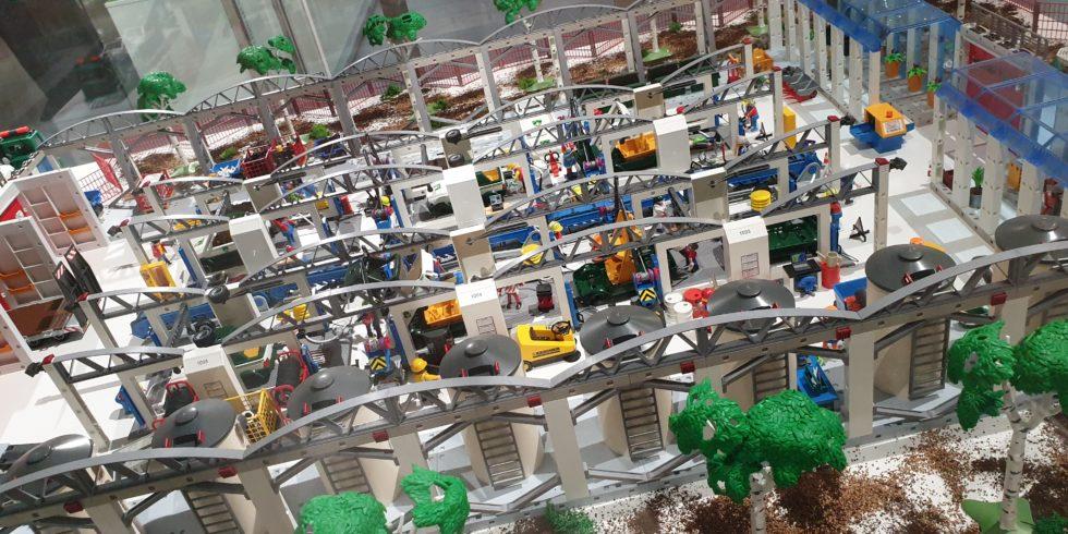Darstellung Industrie Halle aus Playmobil