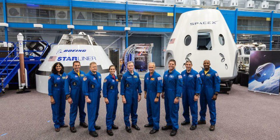 Die Crew der NASA-Partner Boeing und SpaceX