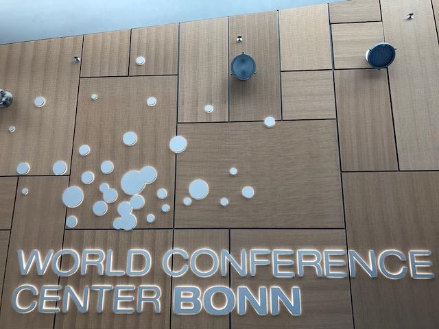 Schriftzug World Conference Center Bonn auf Wand