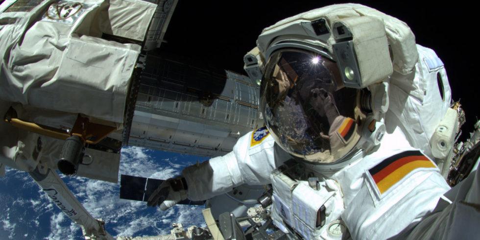 Selfie im All: Alexander Gerst während eines Außeneinsatzes an der ISS im Jahr 2014. Foto: ESA