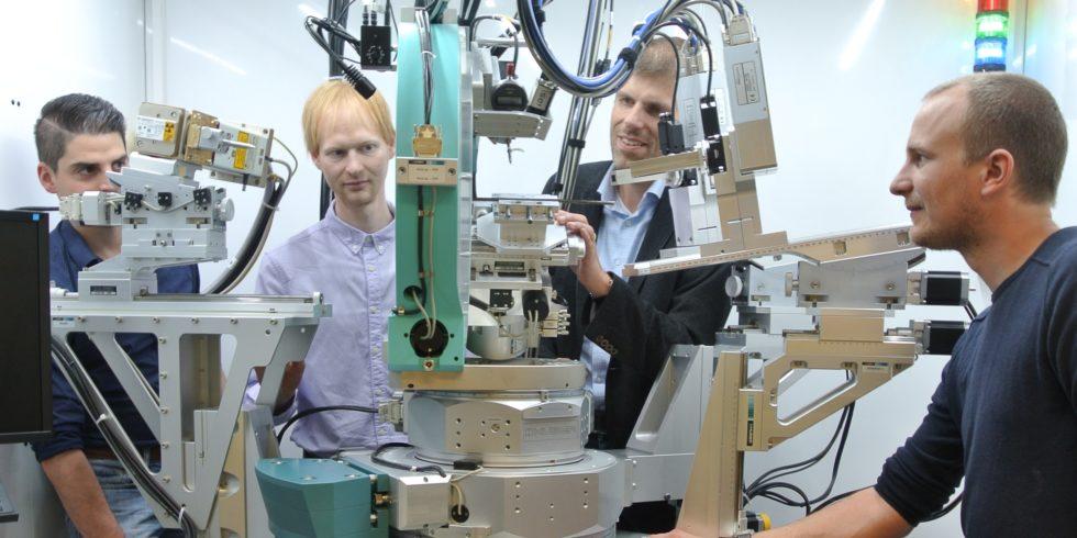 Die Wissenschaftler (v.l.n.r.): Tizian Arold, Sebastian Degener, Prof. Dr.-Ing. Thomas Niendorf, Malte Vollmer.