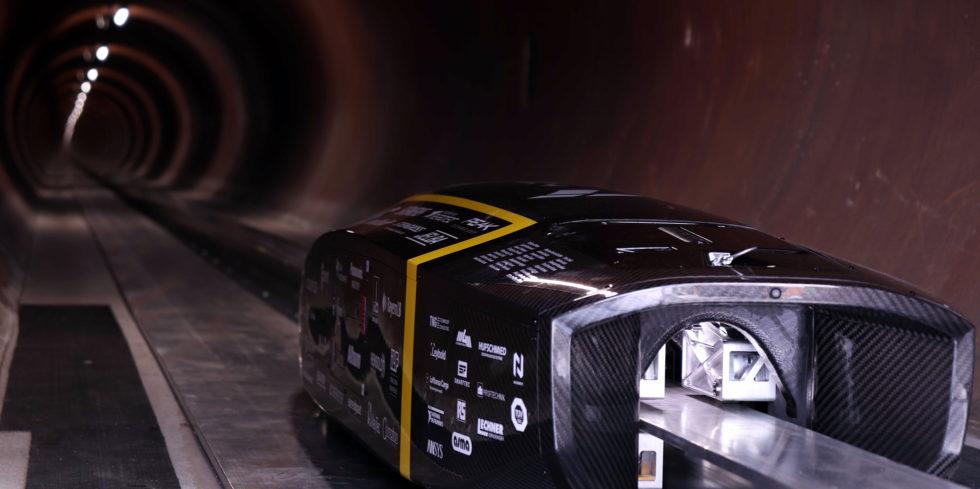 Schaut in die Röhre: der Hyperloop-Pod der TU München