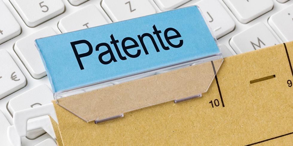Patente Schild auf Tastatur