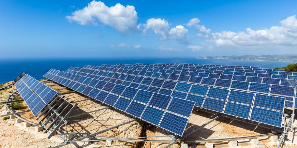 Solarstrom könnte zukünftig auch von Inseln auf dem Meer kommen. Foto: panthermedia.net/benschonewille