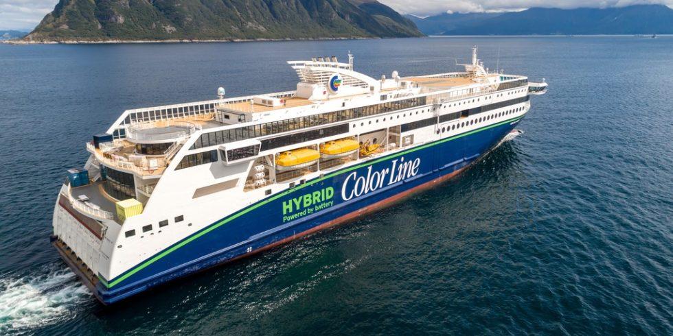 """""""Color Hybrid"""", das weltweit größten Plug-in-Hybridschiff, sticht in See.  Foto: UAVPIC"""