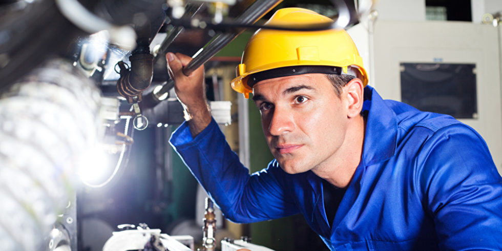 Maschinenbauingenieur in Fabrik