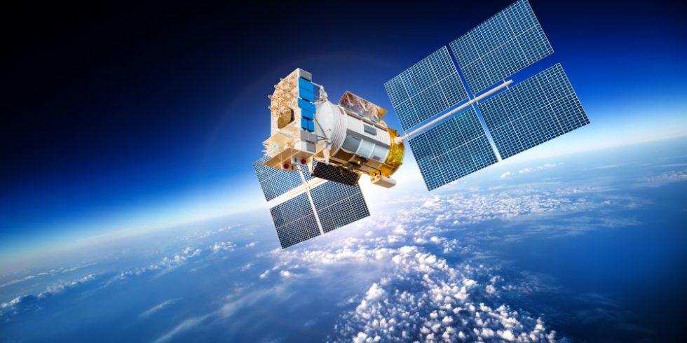Satellit kreist um Erde