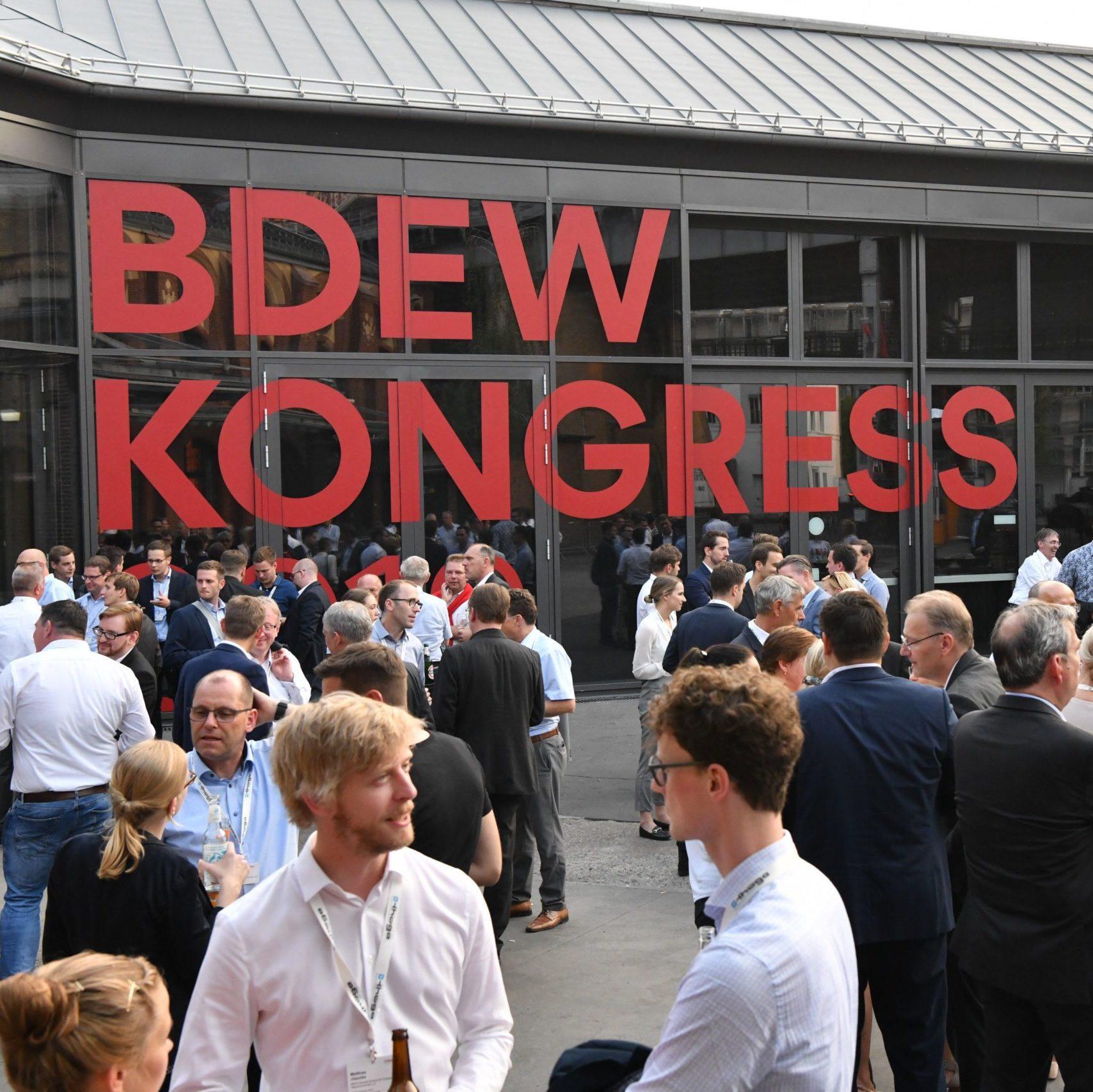 BDEW Kongress 2019 - Menschen vor Veranstaltungsort