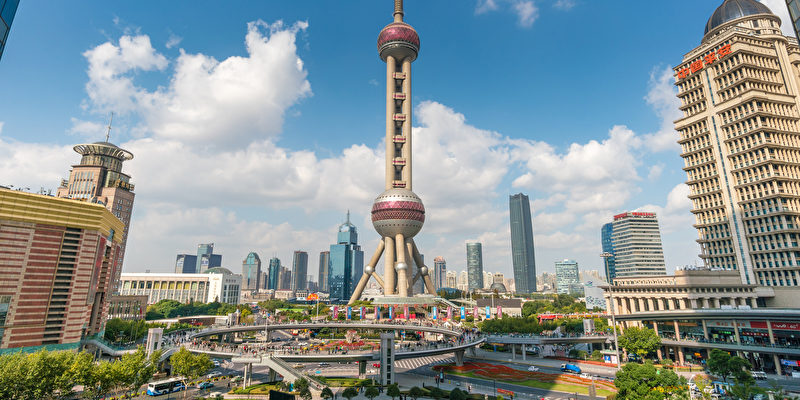 Blick auf den oriental pearl tower shanghai