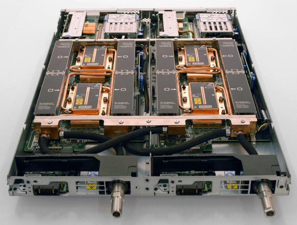 ThinkSystem SD650 mit Direct to Node Warmwasserkühlung.