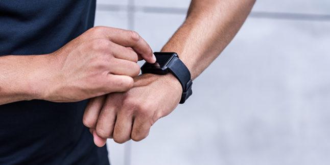 Arm Mann mit Smartwatch