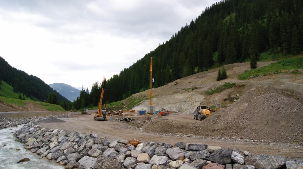 Bild 5 Baustellenansicht des Pumpspeicherkraftwerks im Rellstal (Juni 2015). Bild: Asurnipal / Wikimedia Commons
