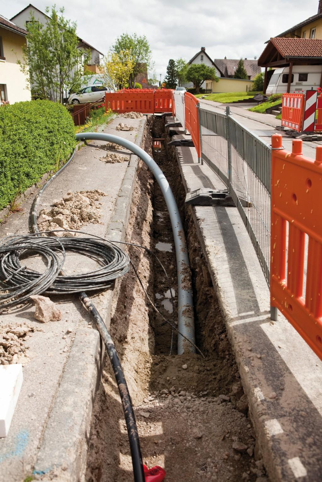 Eine aktuelle Studie erfasst die Einschätzungen kommunaler Entscheidungsträger zur Bedeutung verschiedener Merkmale bei der Wahl des Rohrsystems für Wärmenetze. Bild: Rehau