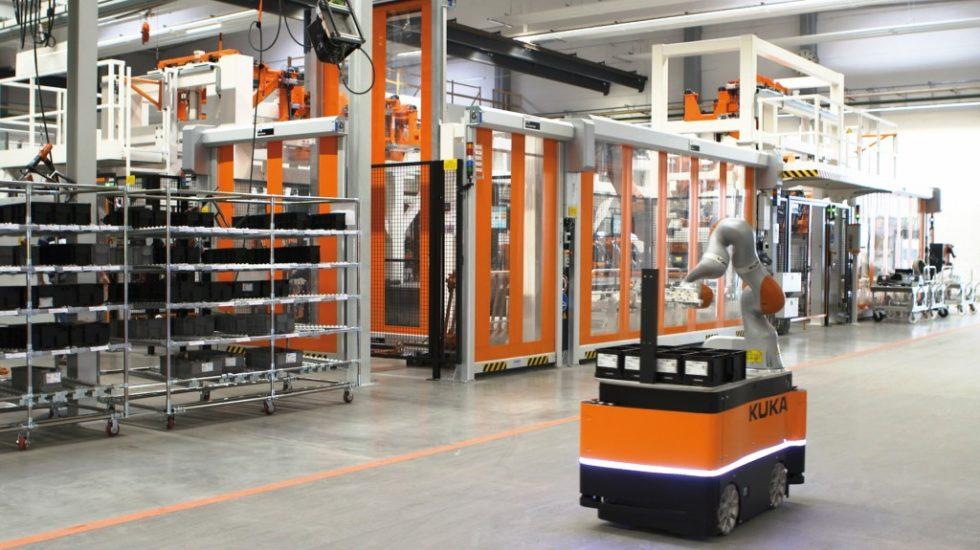 """In Zukunft wird auch in der Komponentenfertigung vermehrt nach dem """"Ware zum Mann""""-Prinzip kommissioniert – zum Beispiel mit Kommissionier- und Transportrobotern.Bild: Kuka Roboter GmbH"""