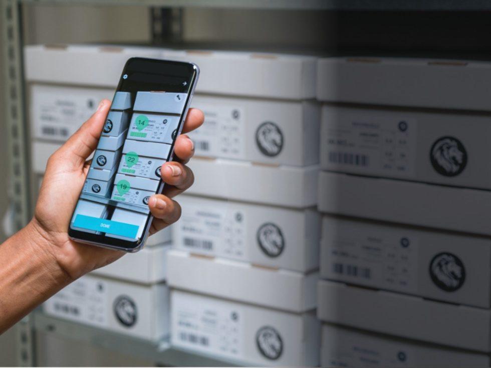 Eine Augmented-Reality-Funktion kann physische Waren mit zusätzlichen Informationen wie Produktbildern anreichern. Bild: Scandit