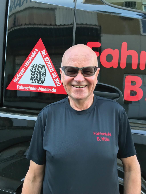 Fahrschul-Inhaber Burkhard Mülln glaubt, dass der erste Engpass die Fahrlehrer sind. Bild: Mülln