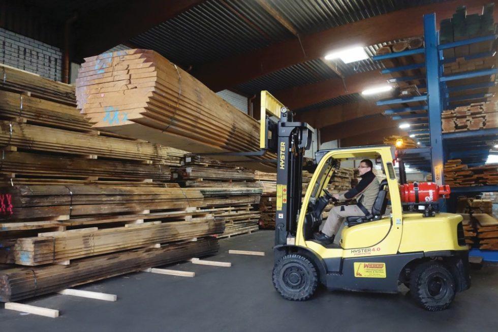 Beim Holzgroßhändler Tusche werden die Gabelstapler täglich bis an ihre Leistungsgrenze gefordert. Bild: Hyster