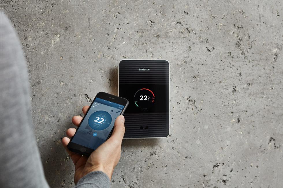 Einfach via Touchscreen oder Smartphone zu steuern: Die Bedieneinheit Logamatic TC100. Bild: Buderus
