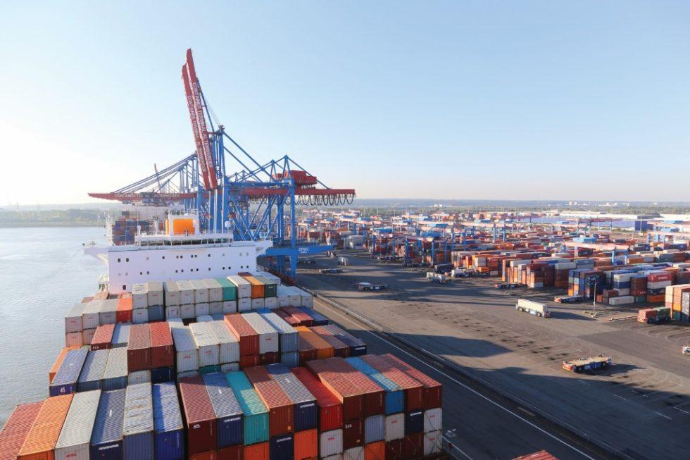 Mit rund 9000 Schiffsanläufen im Jahr zählt der Hamburger Hafen zu einem der wichtigsten Logistikknotenpunkte weltweit. Der Umschlag dieser enormen Warenmengen setzt eine leistungsfähige IT-Infrastruktur voraus. Bild: HHLA
