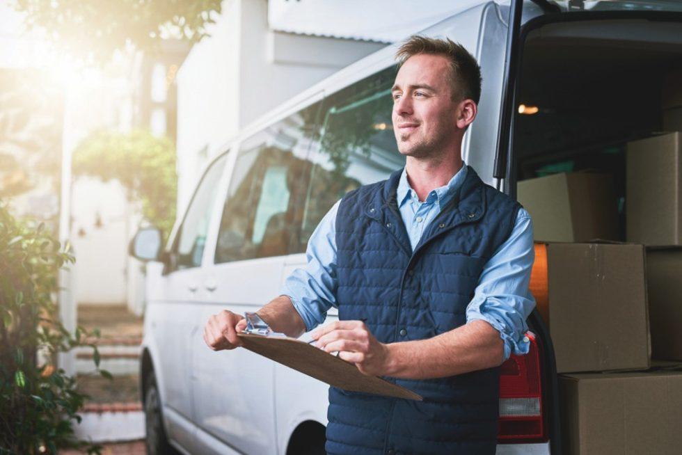 Der Digitalisierungsindex 2018 zeigt: Mehr als 80% der deutschen Transport- und Logistikbetriebe haben digitale Lösungen implementiert oder arbeiten daran. 40% haben ihre Fahrzeuge vernetzt, um sie zentral zu steuern und zu überwachen, weitere 40% sind in der Umsetzungsphase. Bild: iStock-884563668