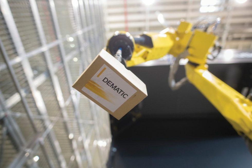 Das Dematic Robot Piece Pick-System hat eine Kommissionierleistung von 600 bis 1200 Artikel pro Stunde. Bild: KION GROUP/Oliver Lang