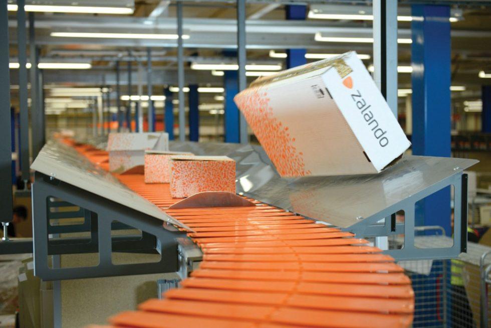 Zalando Brieselang/Berlin: Der Versandhändler setzt deniway-Förderer zur Entsorgung von Altkartonage seit fünf Jahren erfolgreich im Retouren-Management ein. Bild: Ferag