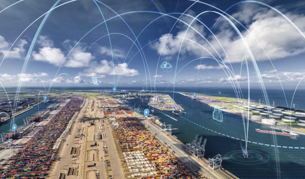 Die Vernetzung aller Beteiligten im Hafen ist eine Grundlage der Digitalisierung in der Logistik. Digitale Plattformen zum Informationsaustausch bieten Reedereien, Agenten, Dienstleistern und Betreibern eine gemeinsame, auf internationalen Standards basierende Plattform für den Austausch aller Port-Call-Informationen. Dadurch können alle Nutzer die mit dem Anlaufen eines Hafens einhergehenden Tätigkeiten optimal planen, ausführen und überwachen. Bild: Hafenbetrieb Rotterdam