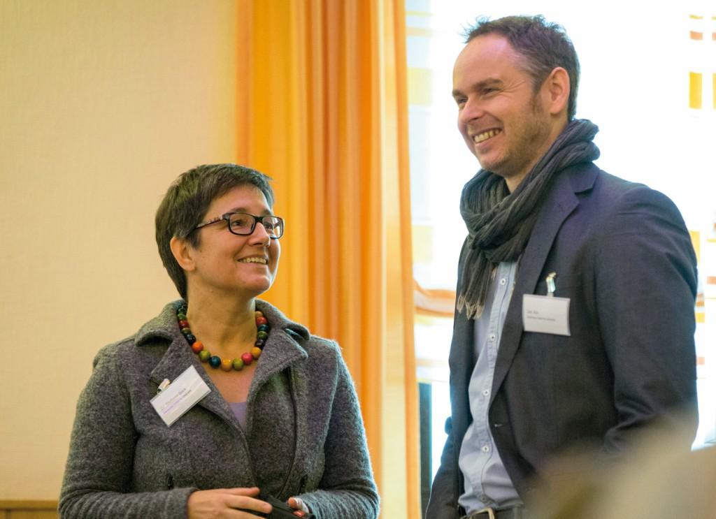 Stephanie Bock und Jan Abt vom Deutschen Institut für Urbanistik im Gespräch.Bild: Amprion GmbH / Daniel Schumann