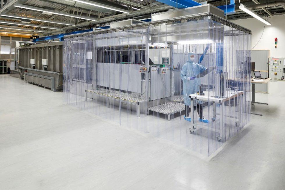 In dieser Epitaxie-Anlage können viele Wafer in kurzer Zeit hergestellt werden. Sie wurde am Fraunhofer-Institut für solare Energiesysteme in Freiburg entwickelt - und steht heute bei NexWafe.  Bild: Nexwafe GmbH