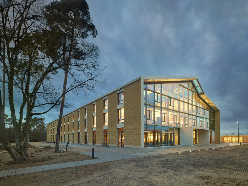 Beim Alnatura Campus stand das Thema nachhaltiges Bauen im Vordergrund. Nun ist das Projekt für den Deutschen Nachhaltigkeitspreis Architektur nominiert. Abb.: Roland Halbe
