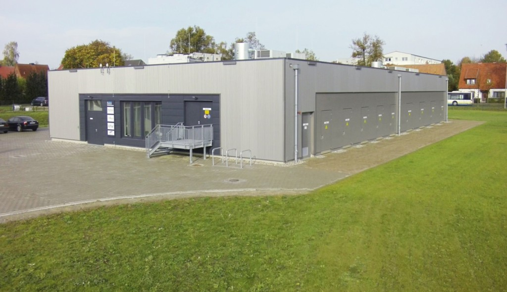 Bild 5 Fotomontage der Erweiterung (hinterer Gebäudeteil) des Wemag- Batteriespeichers in Schwerin. Bild: Younicos