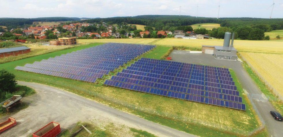Das Solarthermiefeld von Mengsberg in Nordhessen. Bild: Bioenergiegenossenschaft Mengsberg
