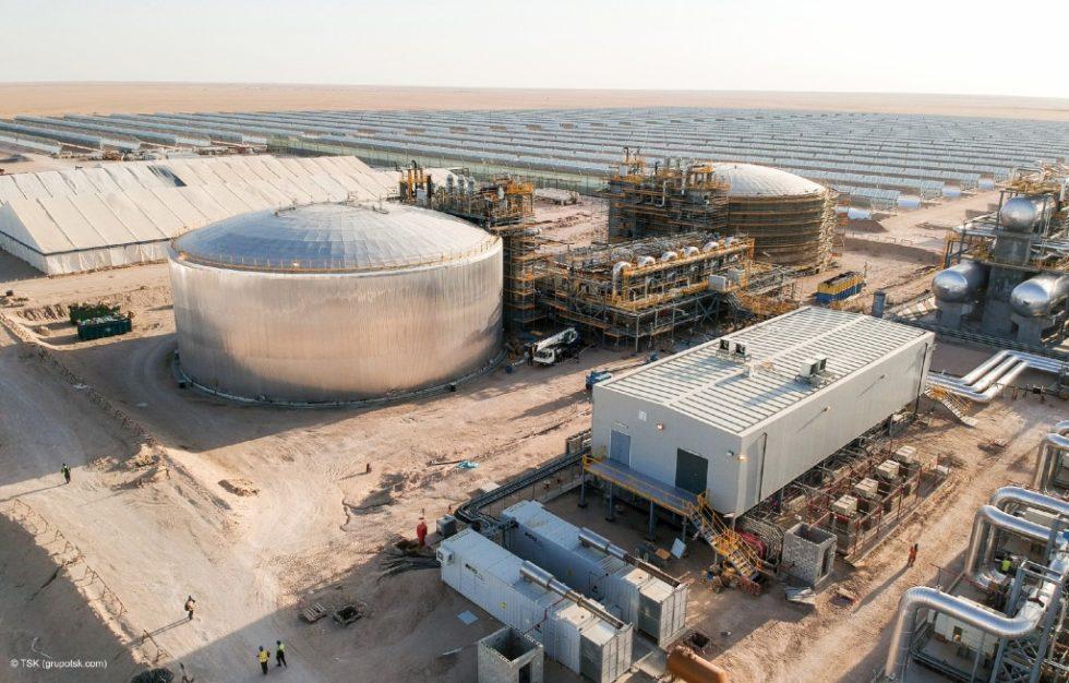Bild 1Zwei-Tank-Wärmespeichersystem (Bauphase) im 50-MW-CSP-Kraftwerk Shagaya (Kuwait). Bild: TSK Group