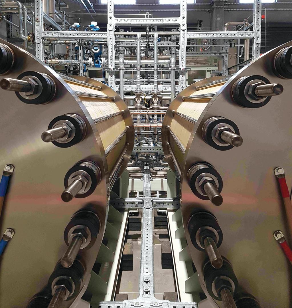 Der Wasserstoff wird CO2-neutral in einem Elektrolyseur mit Strom aus Wasserkraft hergestellt. Bild: Haas Engineering GmbH & Co. KG