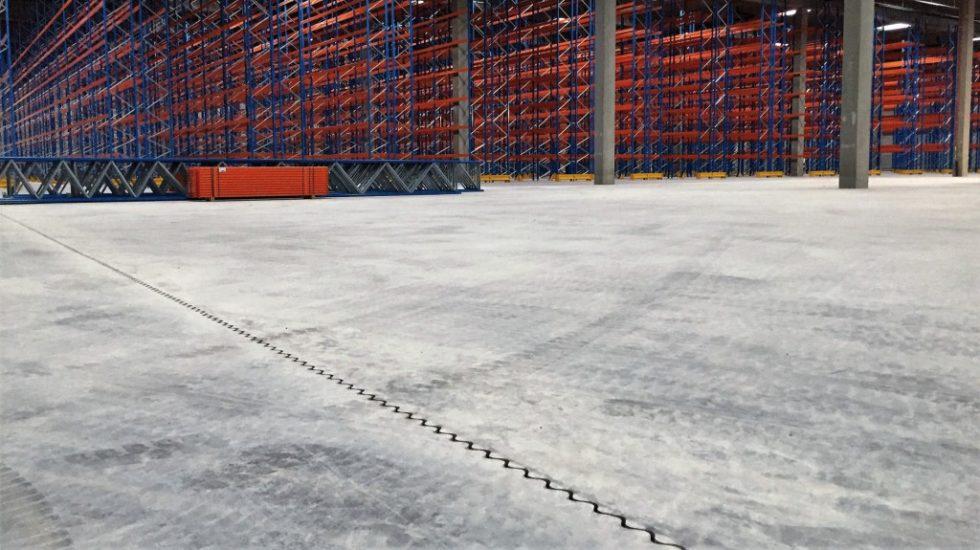 Dramix-Stahldrahtfasern bietet eine rein mit Stahlfaserbeton bewehrte Bodenplatte auf Pfählen. Abb.: Bekaert GmbH